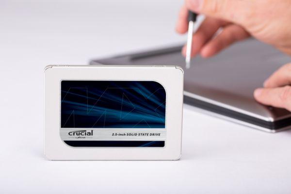 Crucial MX500 schnell und unkompliziert einbauen