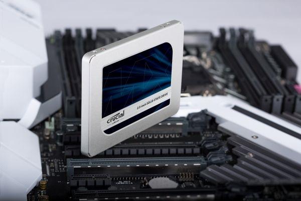 Crucial MX500 zuverlässiges SSD-Laufwerk bei computeruniverse kaufen